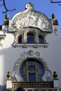 A szobrok és reliefek, azaz egy épület ornamentikája